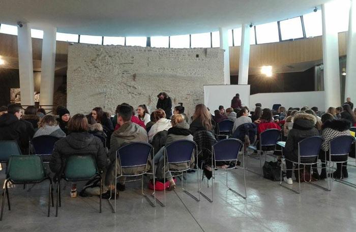 Convegno, Tornero' a volare: Esperienze, paure e speranze di giovani adolescenti e docenti nell'emergenza post-sisma di Teramo